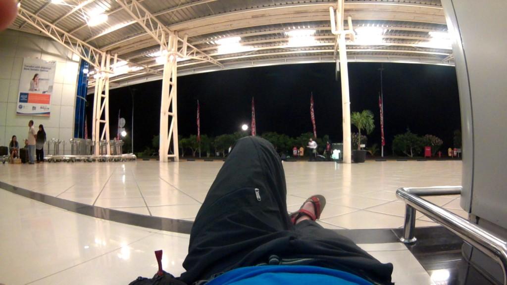 Tidur di Bandara